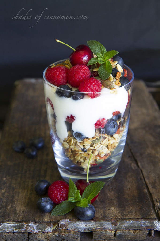 Breakfast-Cereal-with-yogurt-and-fruit