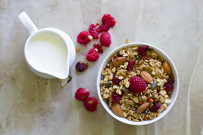 Healthy-Breakfast-granola