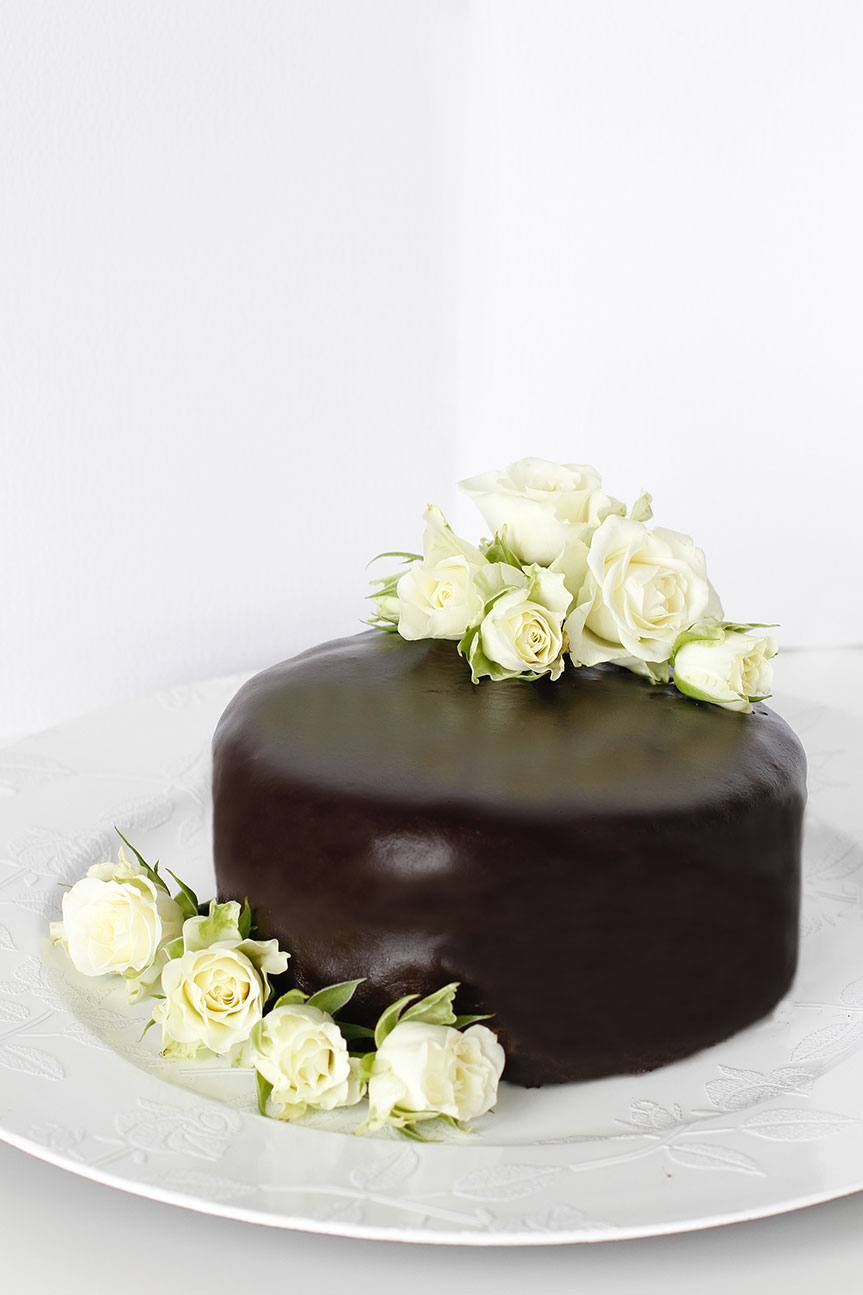 Decadent chocolate cake with roses