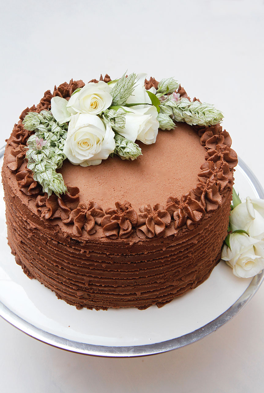 Dark chocolate cake with fresh flowers