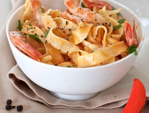 Shrimp and red pepper pasta