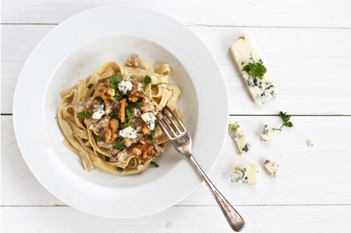 Pasta with walnuts and blue cheese