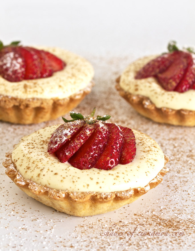 White chocolate mousse tarts