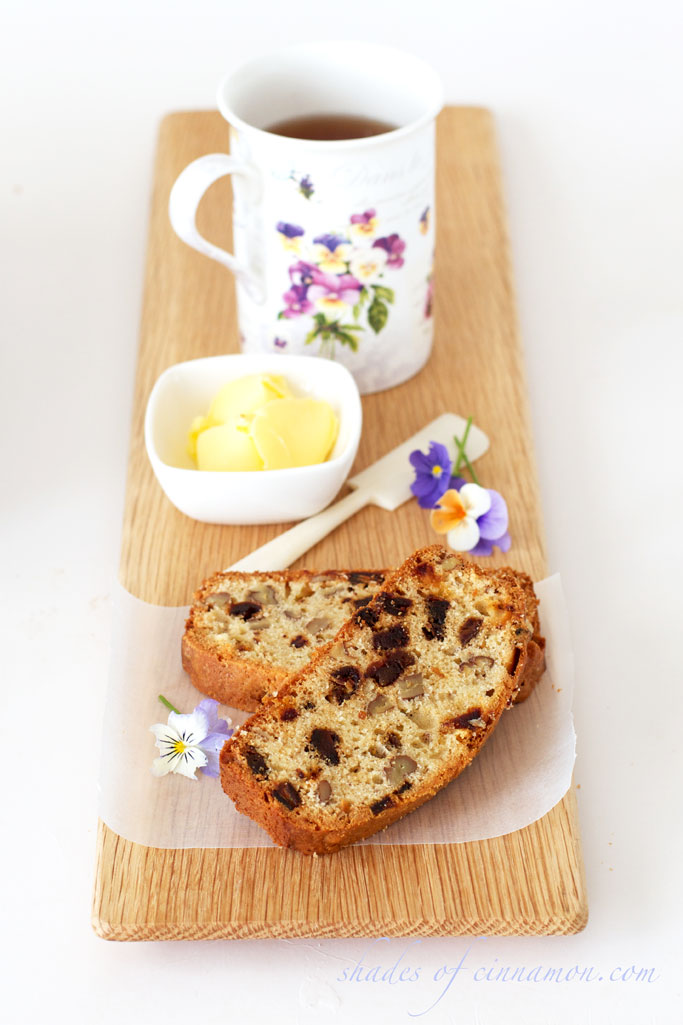 Walnut and date loaf
