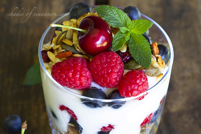 Yogurt crunch with mixed berries