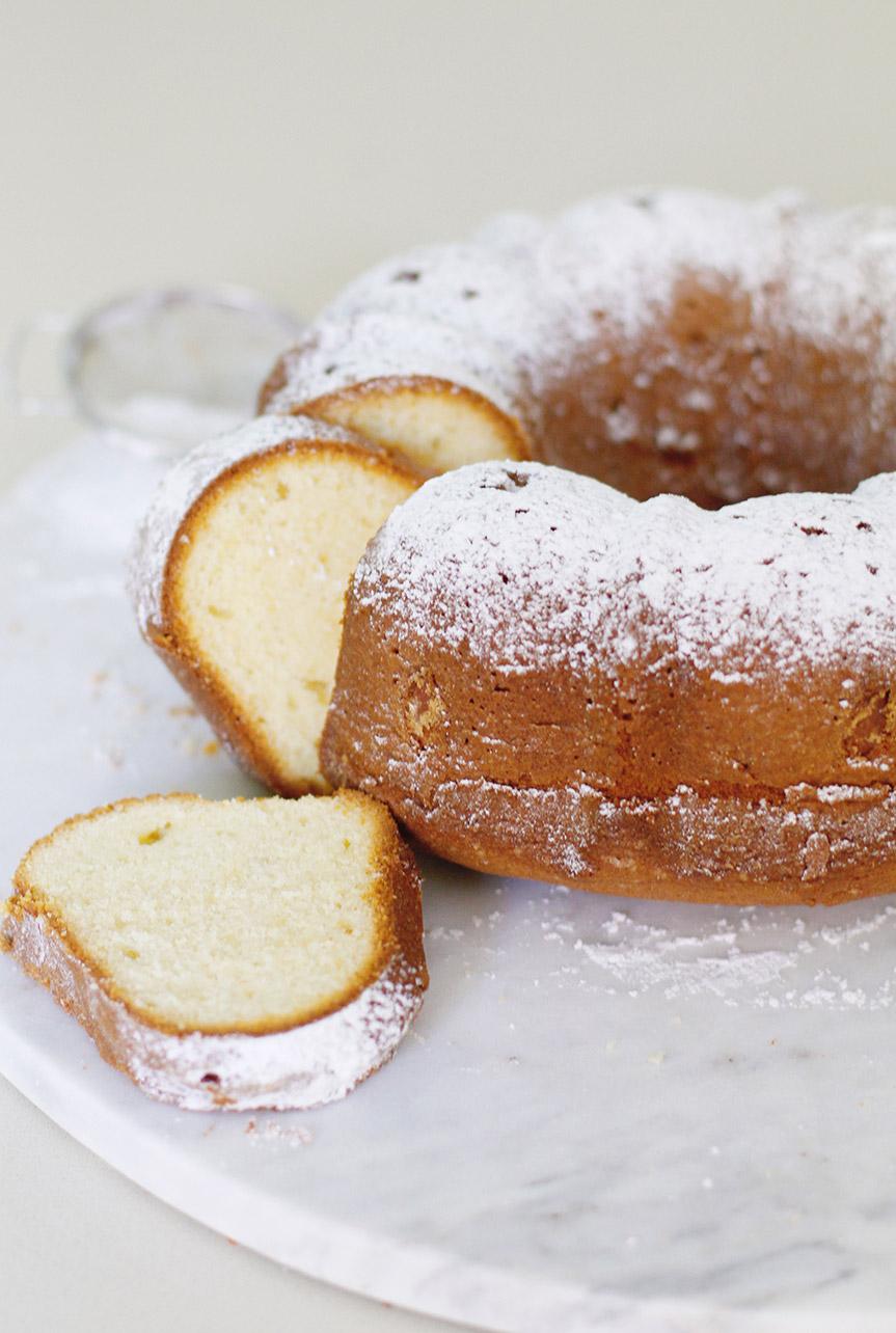 Bundt Cake with almond